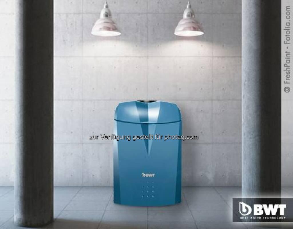Die alternierende Betriebsweise des AQA perla ist einzigartig und deshalb patentiert. Mikroprozessoren steuern den Wechsel zwischen den beiden Ionenaustauschersäulen im Gerät. Dadurch bleibt das Wasser immer in Bewegung und ganz frisch – selbst in Phasen geringer Wasserentnahme. Für hygienisch einwandfreies Trinkwasser.  Source: http://facebook.com/bwtwasser, © Aussender (17.03.2015)
