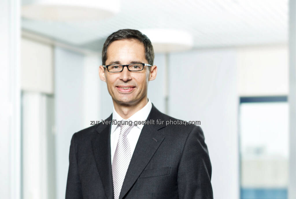 Der Aufsichtsrat der Lenzing AG hat Stefan Doboczky (47) zum neuen Vorstandsvorsitzenden des Unternehmens bestellt. Doboczky wird sein Amt mit 01.06.2015 übernehmen. Er folgt auf Peter Untersperger, der seine Funktion als CEO zum 31.05.2015 auf eigenen Wunsch vorzeitig niederlegt, © Aussender (20.03.2015)