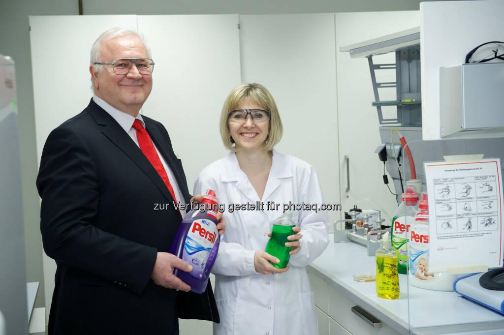 Alfred Smyrek (Werksleiter Wien) und Olga Pogodina (R&D): Henkel Central Eastern Europe: Henkel gewinnt Umweltpreis der Stadt Wien, © Aussendung (23.03.2015)