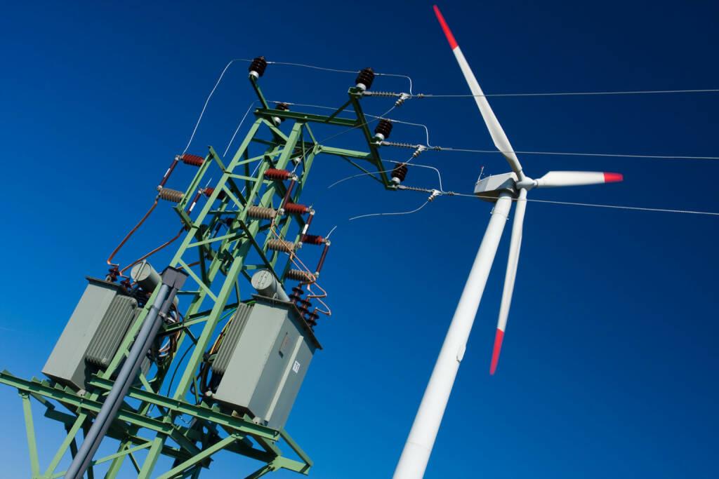 Windkraft, Windrad, Strom, http://www.shutterstock.com/de/pic-42175699/stock-photo-photo-of-wind-power-installation-in-sunny-day.html, © www.shutterstock.com (27.03.2015)