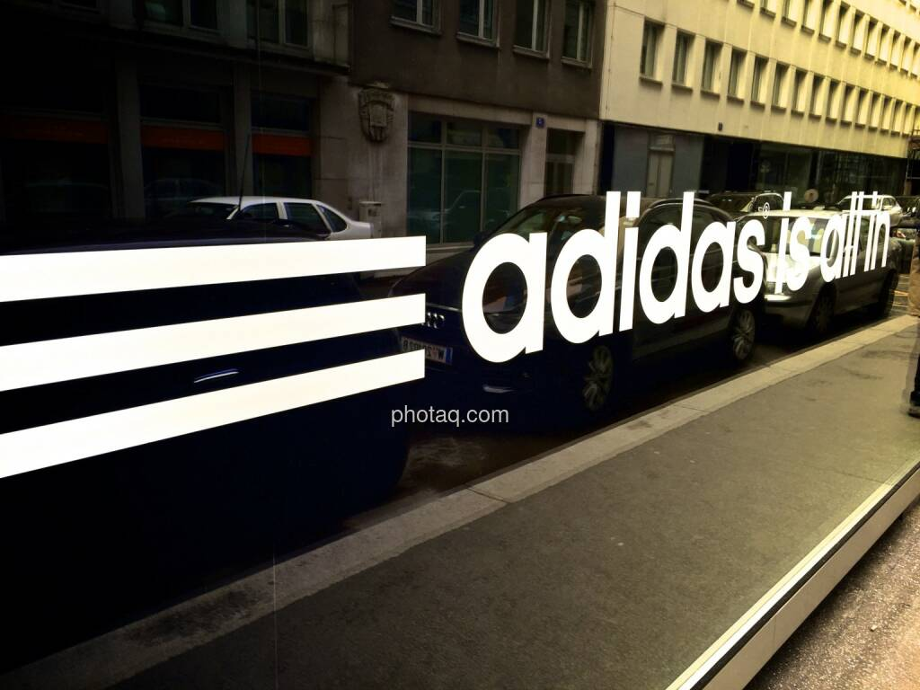 adidas is all in, Auslage, spiegeln, © photaq.com (30.03.2015)