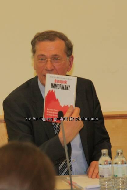 Wilhelm Rasinger, Immofinanz Buch, © IVA (20.02.2013)