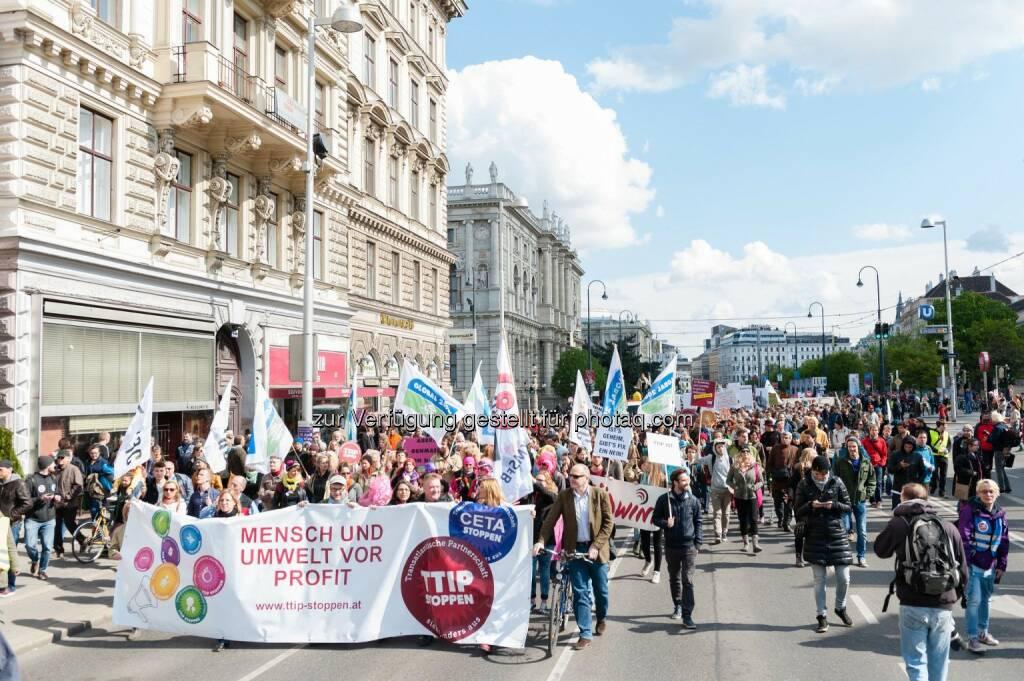 Global 2000: Demo - 22.000 Menschen gingen heute in Österreich gegen TTIP, CETA & Co auf die Straße, © Aussender (18.04.2015)