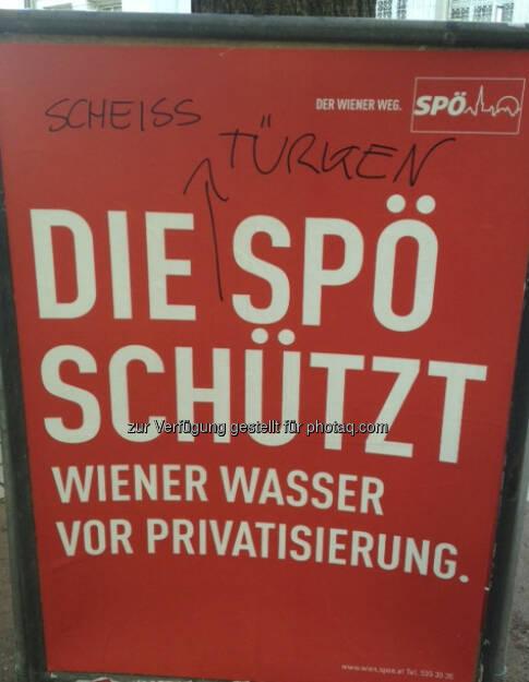 Fremdenhass und Populismus auf einem Plakat in der Wiener Innenstadt: Muss das sein? Und wer schützt die Menschen vor zu wenig Privatisierung? Siehe http://www.christian-drastil.com/2013/02/22/und-wer-schutzt-die-wiener-vor-fehlender-privatisierung/  (22.02.2013)