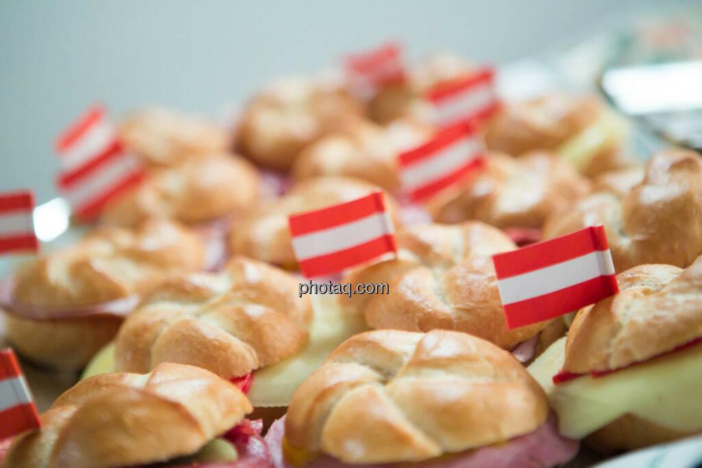 Semmel, Flagge, Österreich, rot-weiss-rotm Buffet - Vienna Gold and Silver Network Night, © photaq/Martina Draper (27.04.2015)
