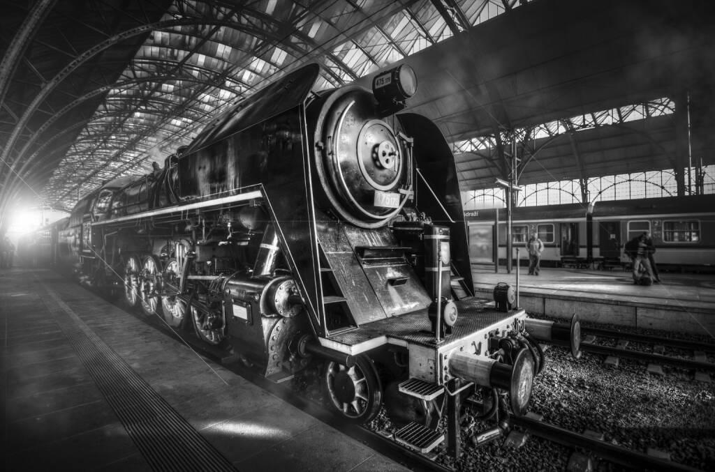 Lokomotive, Dampf, Bahnhof, Platfform http://www.shutterstock.com/de/pic-173085770/stock-photo-steam-locomotive-stands-on-the-platform-of-the-station.html, © www.shutterstock.com (30.04.2015)