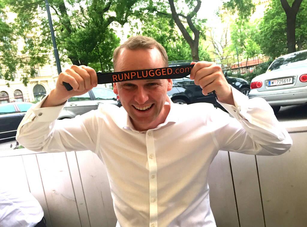 Ex-Eisschnellläufer Peter Bösenberg, SocGen, mit dem Runplugged Laufgurt (06.05.2015)