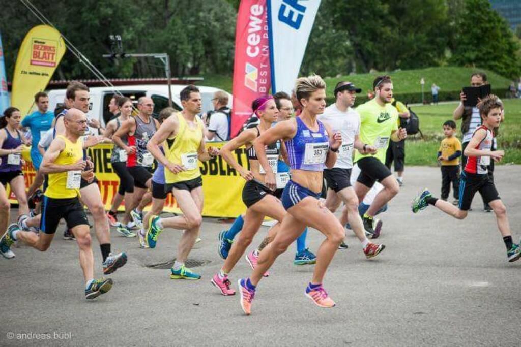 Elisabeth Niedereder und Conny Köpper, Tristyle Runplugged Runners, beim Herzlauf (Bild mit freundlicher Genehmigung vom Veranstalter) (08.05.2015)
