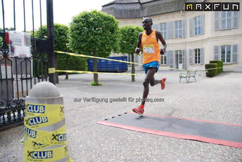 Sieger Raiffeisen Schlössermarathon 2015: Richard Kemboi Chepkwony, KEN, © MaxFun Sports (17.05.2015)