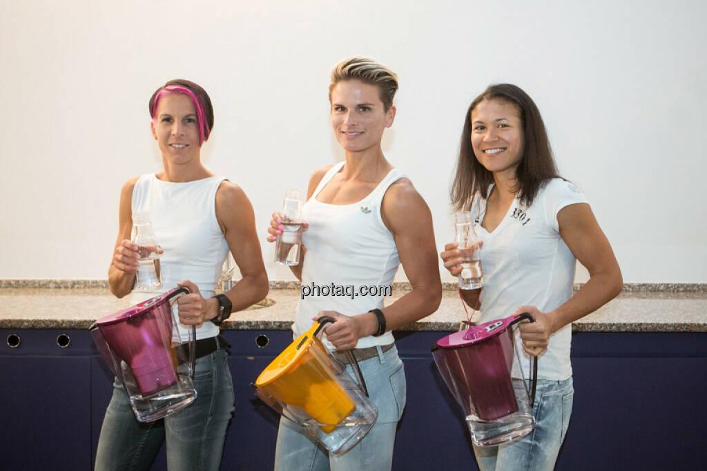 Cornelia Köpper, Elisabeth Niedereder, Annabelle Mary Konczer, Tristyle Runplugged Runners mit dem BWT Magnesium Mineralizer, © photaq/Martina Draper (19.05.2015)
