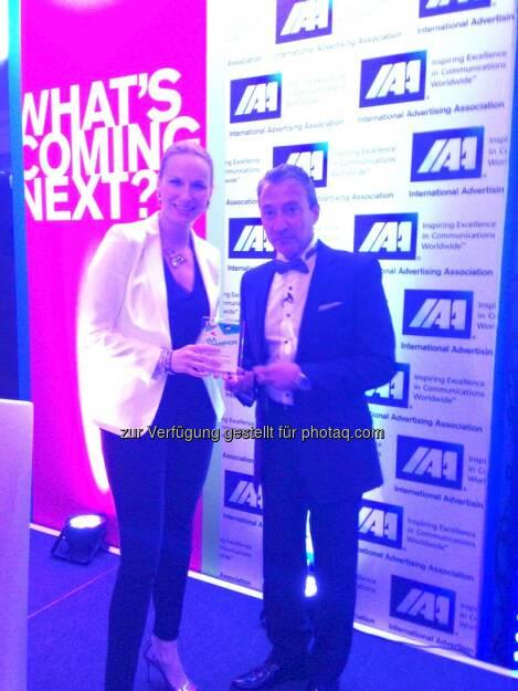 """Michaela Huber (IAA-Generalsekretärin)  mit dem """"IAA Inspire Champion Award"""" ausgezeichnet (Bild: beigestellt), © Aussendung (19.05.2015)"""