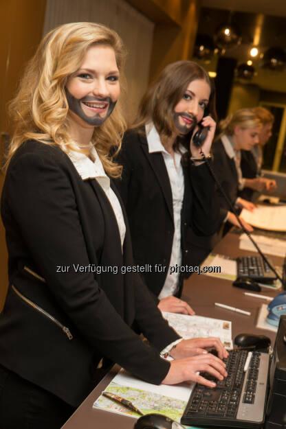 Verkehrsbüro Group: Austria Trend Hotels für Toleranz: Mitarbeiter und Gäste tragen Conchita-Bart, © Aussender (21.05.2015)