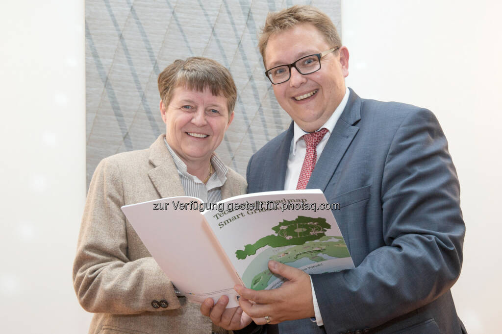 Brigitte Ederer, Obfrau FEEI, und E-Control-Vorstand Martin Graf: Energie-Control Austria: E-Control und FEEI: Mehr Intelligenz für die Energieversorgung, © Aussendung (22.05.2015)