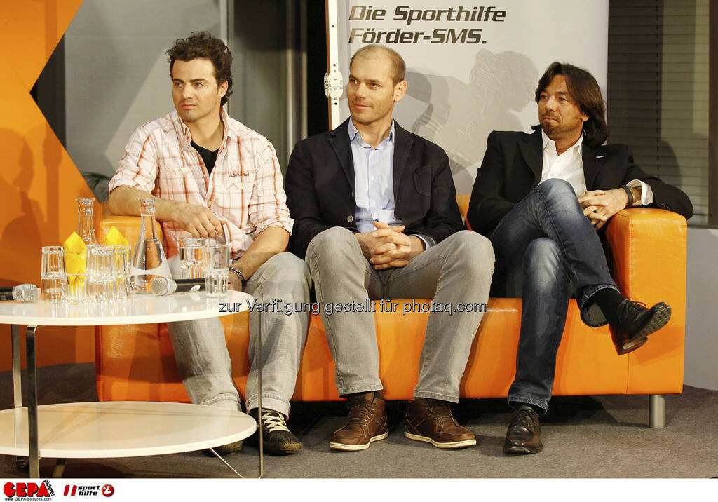 Stefan Goergl, Michael Walchhofer und Franz Koll (Prokurist Intersport Oesterreich). Foto: GEPA pictures/ Mathias Mandl, © GEPA/Sporthilfe (28.02.2013)