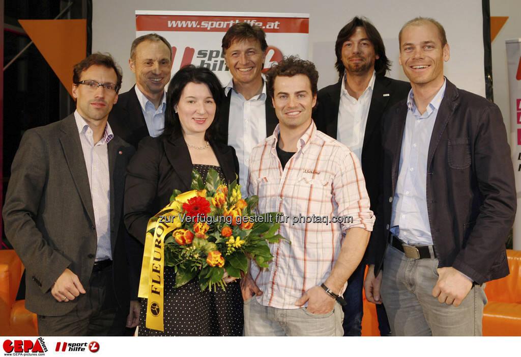 Rainer Roesslhuber (Generalsekretaer der Sportunion Oesterreich), Anton Schutti (Geschaeftsfuehrer Sporthilfe), Anna Kleissner (Stv. Geschaeftsfuehrerin von SportsEconAustria), Gernot Kellermayr (Praesident des VSSOE), Stefan Goergl (AUT), Franz Koll (Prokurist Intersport Oesterreich) und Michael Walchhofer (AUT). Foto: GEPA pictures/ Mathias Mandl, © GEPA/Sporthilfe (28.02.2013)