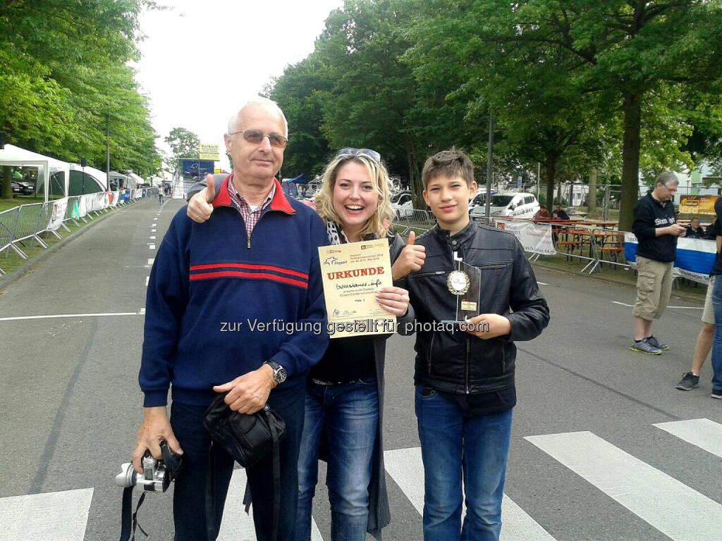 Hans-Jürgen Hanke (ältester Teilnehmer), Stephanie Stefaniak (Anzeigenleiterin boersianer.info), Justin Gerlach, © Uli Hanke (02.06.2015)