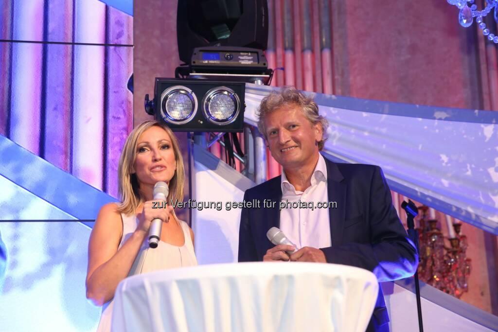 Mediaprint Geschäftsführer Gerhard Riedler mit Moderatorin Claudia Hölzl, © Kronen Zeitung/Mediaprint (10.06.2015)