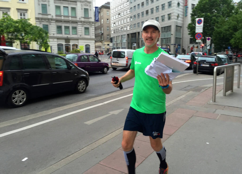 Bote: Den S Immo GB im wikifolio Shirt zur Aufbereitung für http://boerse-social.com/financebooks gelaufen (15.06.2015)
