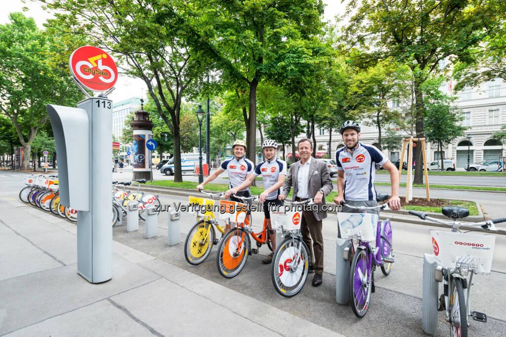 Markus Stadlbauer, Stefan Hagmair, Gewista CEO KR Karl Javurek, Christoph Wiesmeyr: Gewista Werbeges.m.b.H.: Mit dem Citybike von Bregenz nach Wien, © Aussendung (23.06.2015)