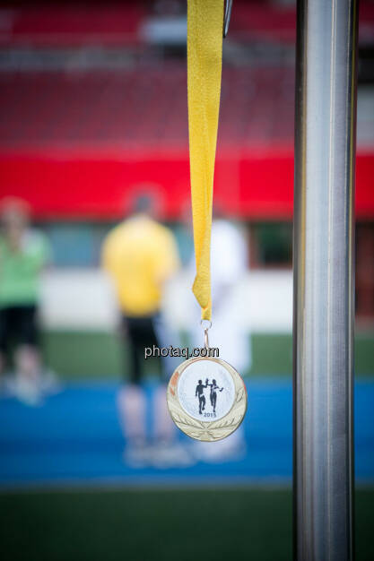 LCC Team- und Firmenlauf, Medaille, © photaq/Ludwig Hartweger/Martina Draper/div.Handypics (26.06.2015)