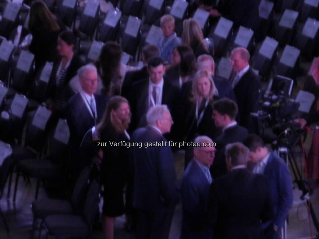 Warren Buffett im VIP-Bereich auf der Berkshire-Hathaway-Hauptversammlung, © Alois Alexander Greiner (30.06.2015)