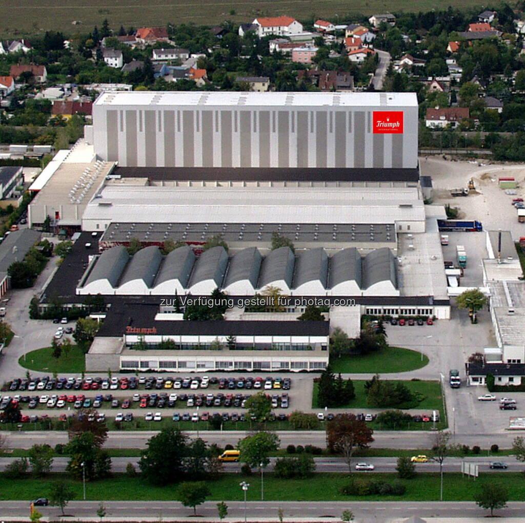 Triumph International AG: Zentralbetriebsrat sowie Unternehmensleitung der Triumph International AG (Wiener Neustadt - Triumph Österreich) teilen mit, dass sich die Verhandlungspartner auf einen Sozialplan für die 380 Mitarbeitenden geeinigt haben, die von der Schließung des Nähwerkes in Oberwart (Burgenland) sowie weiteren Umstrukturierungen in der österreichischen Lieferkette unmittelbar betroffen sind., © Aussender (01.07.2015)