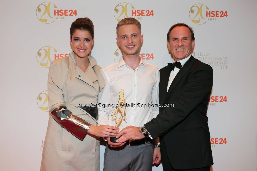 Marie Nasemann, Winner HSE24 Talent Award Lars Harre, Richard Reitzner, CEO HSE24: Nachwuchsdesigner Lars Harre gewinnt HSE24 Talent Award (C) HSE24, © Aussendung (08.07.2015)