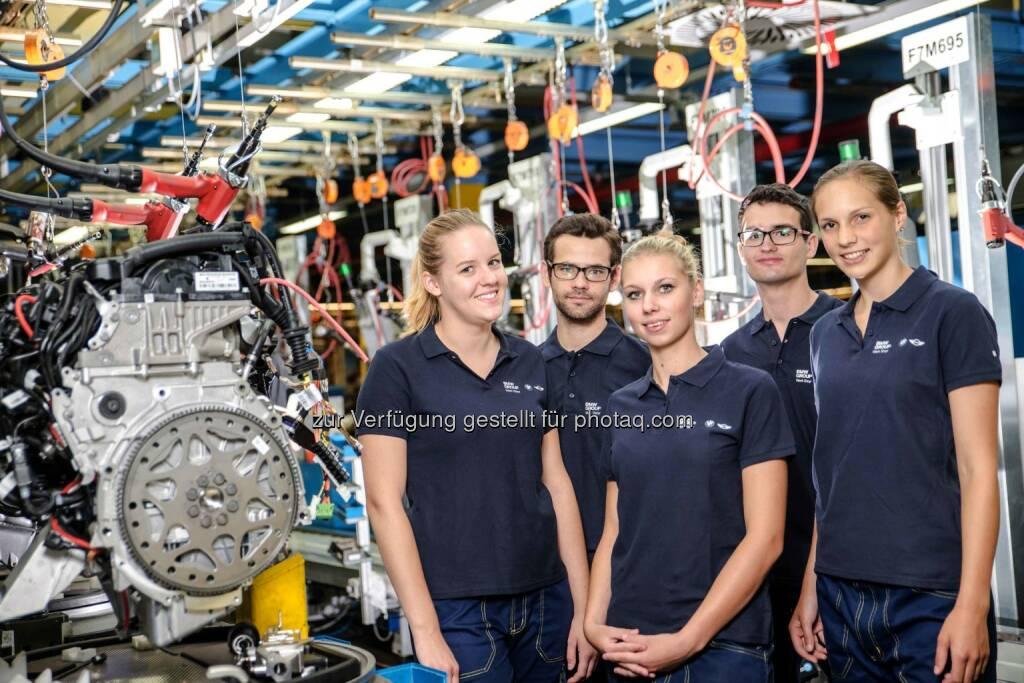 BMW Group Werk Steyr: 500 Ferialis starten durch. (c) BMW Motoren GmbH Steyr, © Aussendung (09.07.2015)