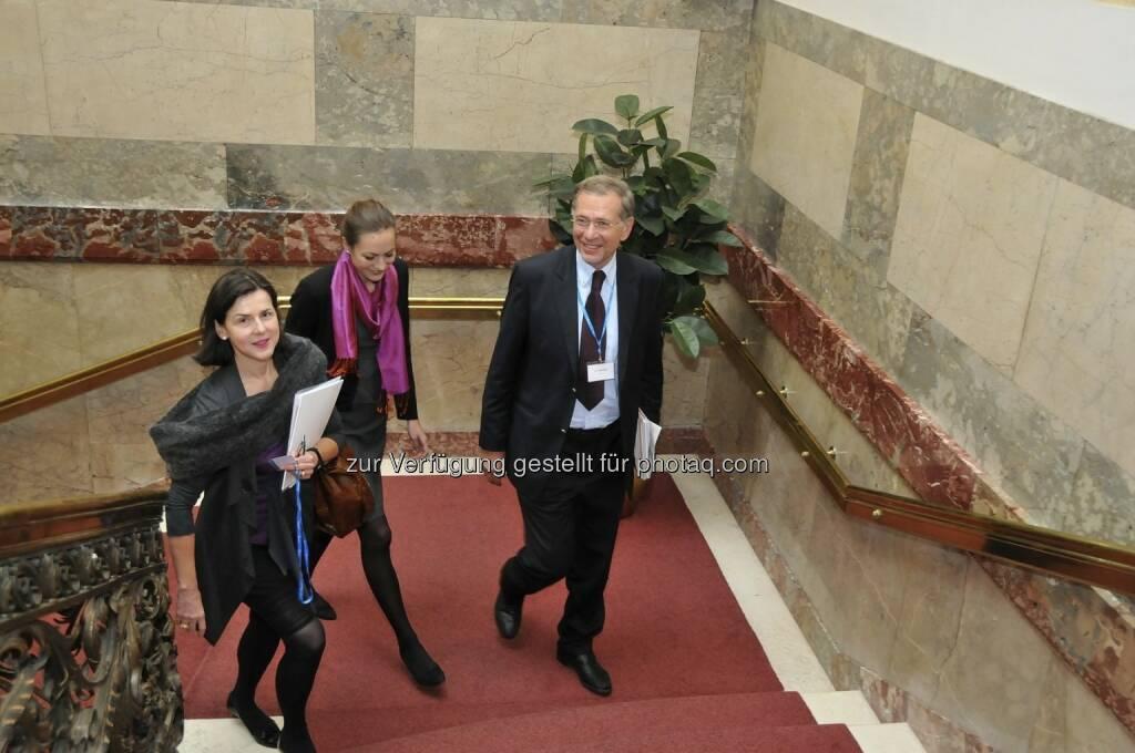 Ulrike Haidenthaller (Aktienforum), Wilhelm Rasinger (IVA, rechts) (15.12.2012)