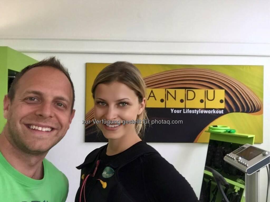 Mandu Wien 2 Gredlerstrasse.Markus Riepl mit Miss Kärnten Franziska Sumberaz, © Aussendung (15.07.2015)