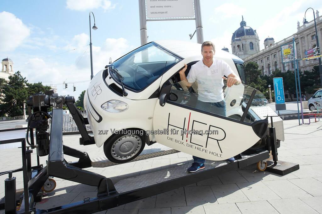 Harald Trautsch, CEO Dolphin Technologies: Hier-Box für automatische Unfallmeldung : (c) Thomas Preiss/Dolphin Technologies, © Aussendung (15.07.2015)