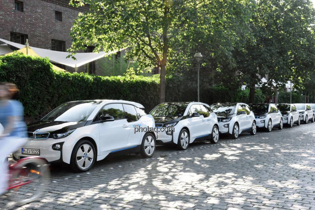 BMW i3 bei DriveNow in Berlin : Paradigmenwechsel von der auto- zur menschengerechten Stadt. Vorstellung von Konzepten, wie urbane Mobilität ohne privates Auto organisiert werden kann : Elektrisches Carsharing als Schlüsselkomponente : (c) BMW Group PressClub Austria, © Aussendung (17.07.2015)
