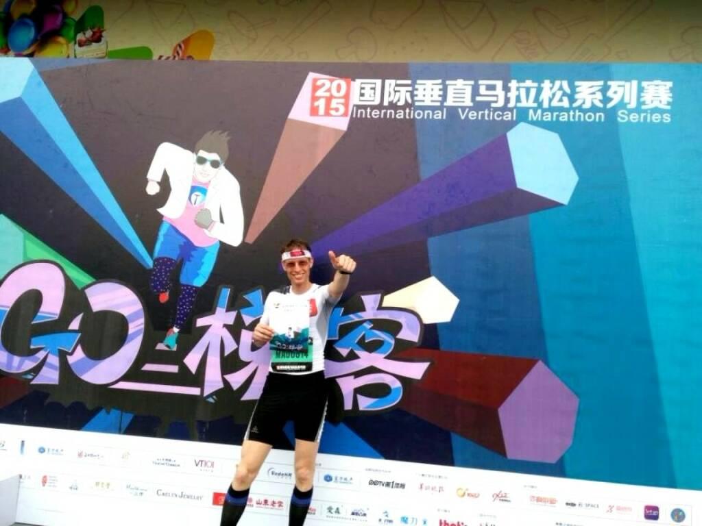 Rolf Majcen beim Lauf auf das R&F YingXin-Gebäude in Guangzhou (19.07.2015)