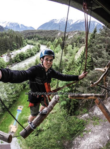 Benedikt Jörg : Im Tiroler Abenteuerpark AREA 47 nimmt ein Ferialpraktikant täglich Aufträge einer internationalen Online-Community entgegen : (c) Area 47 , © Aussender (21.07.2015)