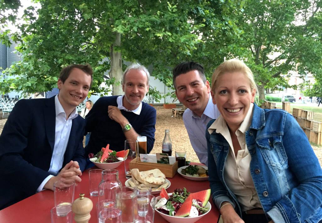 Mit 3x S Immo: Leonhard Steinmann, Christian Drastil, Bosko Skoko, Lisa Wagerer beim Heuer am Karlsplatz (30.07.2015)