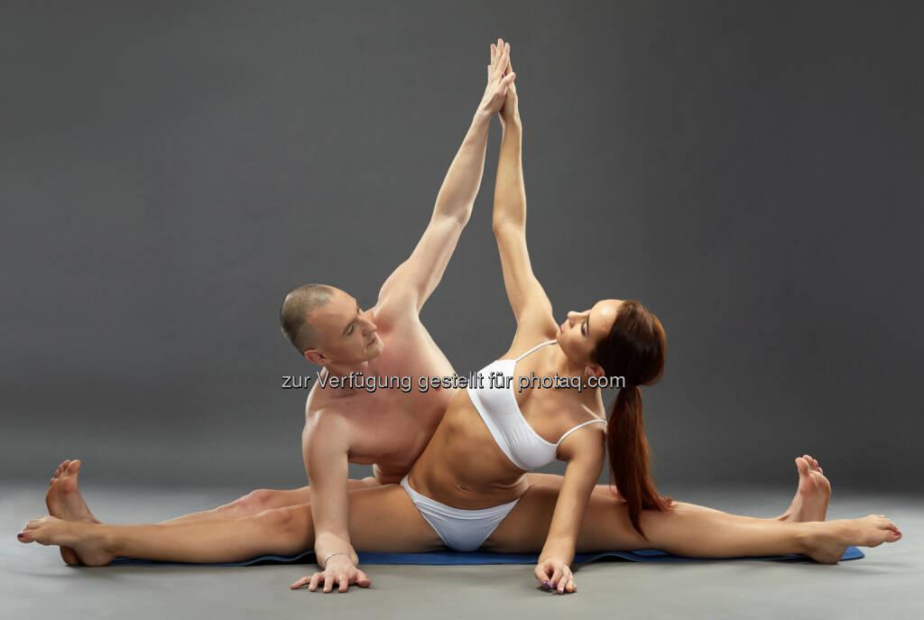 Paired yoga : zu einem erfüllten Sexualleben durch Yoga : Sommer – Sonne – Se(e)ligkeit : 66 Workshops mit Spitzen-Yogis, Tänzerinnen, Musiker und Referenten aus aller Welt : © Fotograf: Andrey Guryanov / FotoCredit: Wisky - Fotolia, © Aussender (30.07.2015)