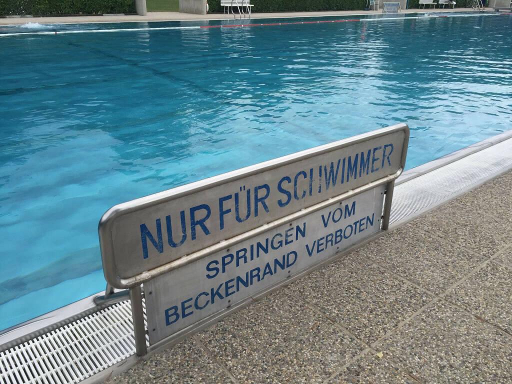 Akademie Bad Wr. Neustadt Nur für Schwimmer - Springen vom Beckenrand verboten (30.07.2015)
