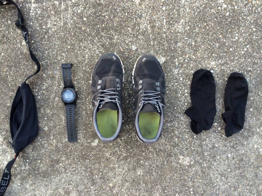Schuhe, Uhr, Socken, Laufsachen, schwarz, © Martina Draper (05.08.2015)