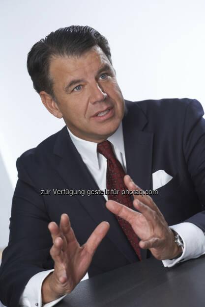 Hikmet Ersek (Präsident und CEO von Western Union) : Top-Platzierung : Der Western Union CEO zählt zu den einflussreichsten Gestaltern der FinTech-Branche : © Western Union, © Aussender (05.08.2015)