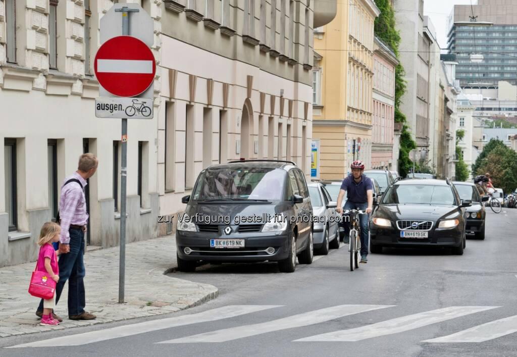 Kinder im Straßenverkehr : Allgemeine Unfallversicherungsanstalt : schon jetzt mit dem Schulwegtraining beginnen, Schulweg üben, Wegunfälle vermeiden :  © auva, © GEPA/Sporthilfe (13.08.2015)