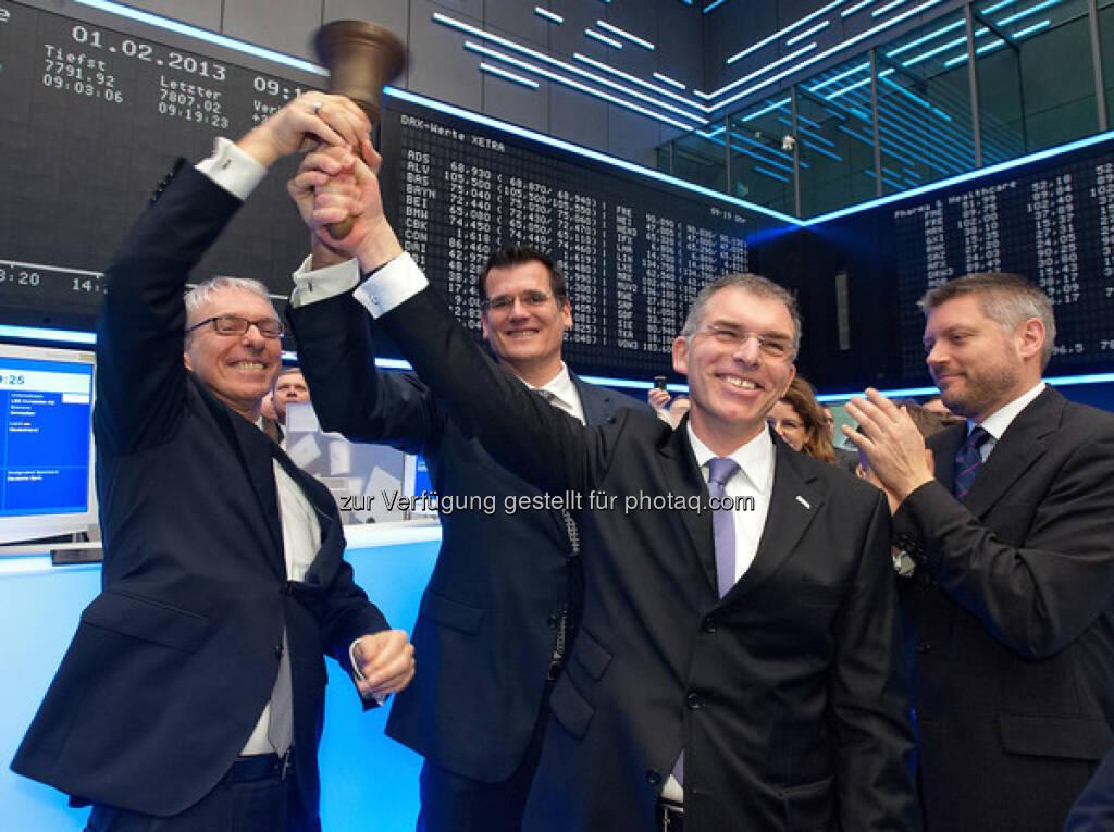 LEG-Vorstand Holger Hentschel (COO), Eckhard Schultz (CFO) und Thomas Hegel (CEO) mit Alexander Höptner (Executive Vice President Markets Services der Deutsche Börse AG) beim Läuten der Börsenglocke (17.03.2013)