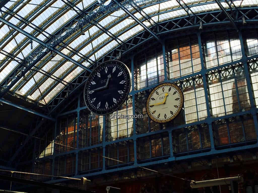 Zeit, Uhr, Uhrzeit, Schwarz, Weiss, © photaq.com (21.08.2015)