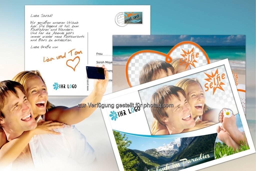 Mit App Postcard Plus gestaltete Postkarte : Der moderne Tourist des IT-Zeitalters verschickt Urlaubsgrüße via Postkarten-App : Urlaubsfotos vom Smartphone als echte, personalisierte Postkarte versenden, die in Papierform mit Briefmarke und Poststempel im Briefkasten des Empfängers landet : Fotograf: Aberger Software GmbH/Fotolia/Fotocredit: Aberger Software GmbH, © Aussendung (30.08.2015)