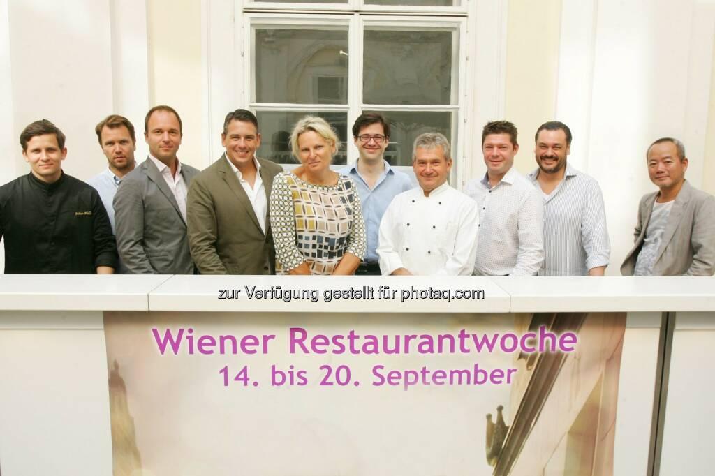 Fabian Philler (Chefkoch Clementine im Glashaus); Thomas und Hans Figlmüller (Inhaber Lugeck Figlmüller Wien); Robert und Gabriele Huth (Inhaber Huth Gastronomie); Dominik Holter (Organisator der Wiener Restaurantwoche); Toni Schrei (Chefkoch Stadtgasthaus Eisvogel); Michael Böhm (Inhaber, Chefkoch Landgasthaus Böhm); Stefan Svoboda (Inhaber Freyung4) und Simon Hong (Chefkoch ON/ON Market) : Wiener Restaurantwoche Herbst 2015: Top-Gastronomie zu Spitzenpreisen mit mehr als 70 Lokalen vom 14.09. bis 20.09. : Fotograf: Peter Hautzinger/Fotocredit: Unique Public Relations GmbH/APA-Fotoservice/Hautzinger, © Aussender (31.08.2015)