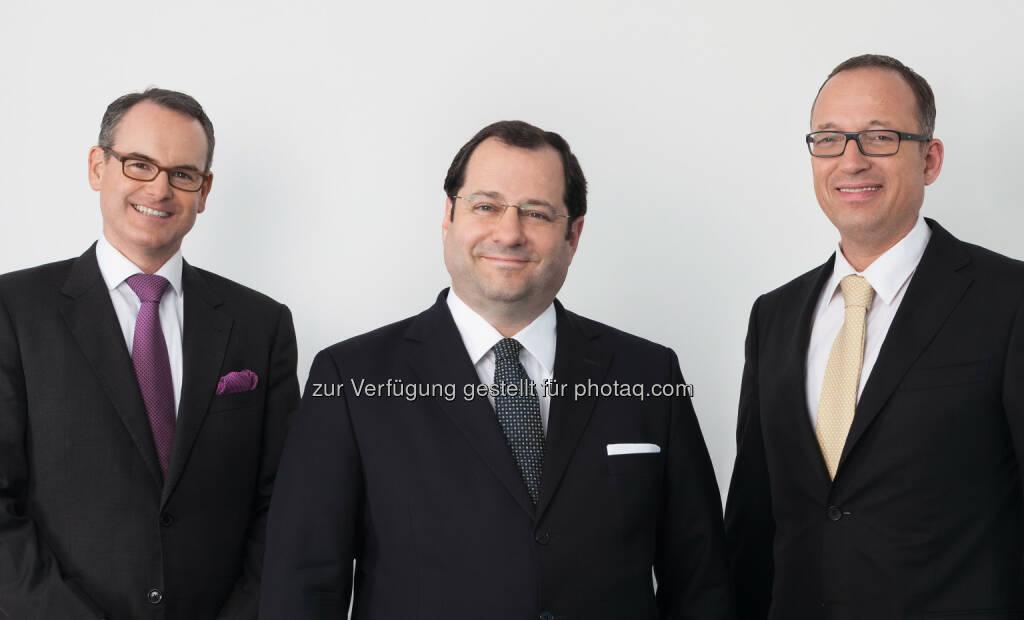 Herwig Teufelsdorfer (COO), Daniel Riedl (CEO), Ronald Roos (CFO) : Die Buwog AG blickt auf ein außerordentlich erfolgreiches Geschäftsjahr 2014/15 zurück und erwirtschaftete ein operatives Ergebnis in Höhe von EUR 158,5 Mio. (Vorjahr EUR 97,3 Mio.) Dies entspricht einer Steigerung von 62,9% : Fotocredit: Buwog AG, © Aussender (31.08.2015)