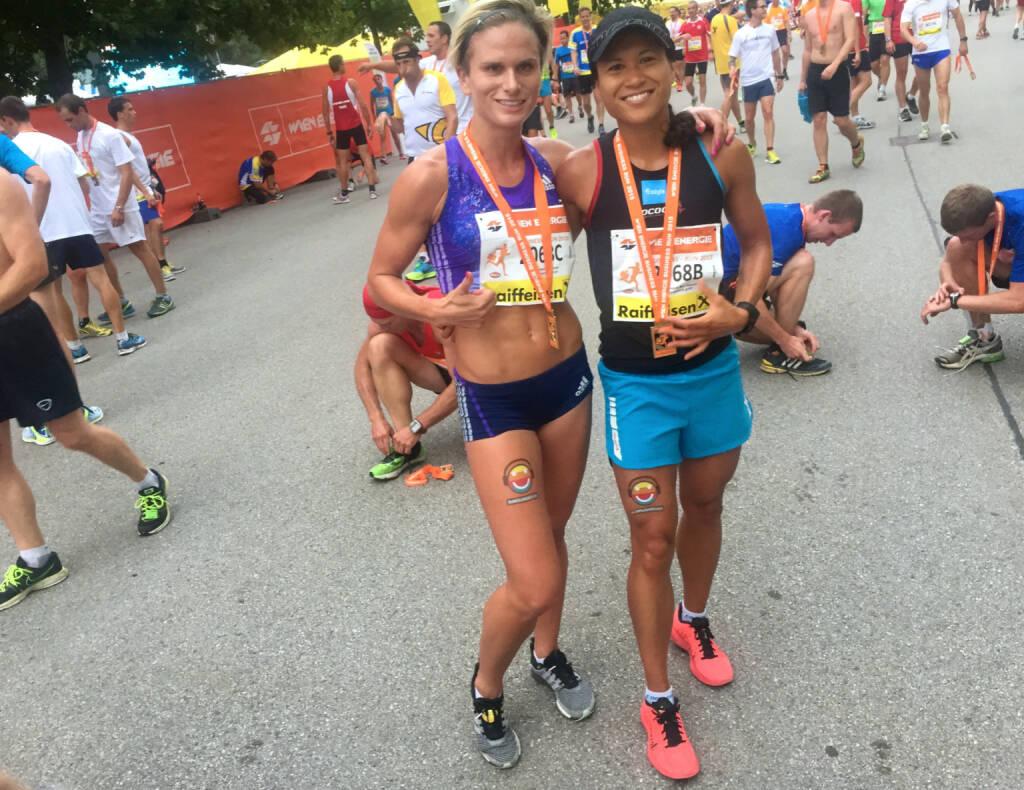 Elisabeth Niedereder und Annabelle-Mary Konczer von den Tristyle Runplugged Runners auf Rang 1 und 2 bei den Damen.  (03.09.2015)