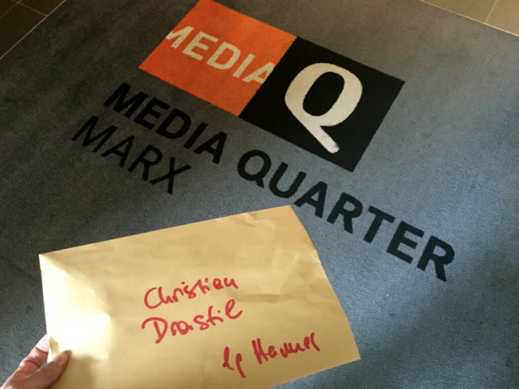 Vienna Night Run Shirt 2015 vom Veranstalter beim Media Quarter Marx (07.09.2015)