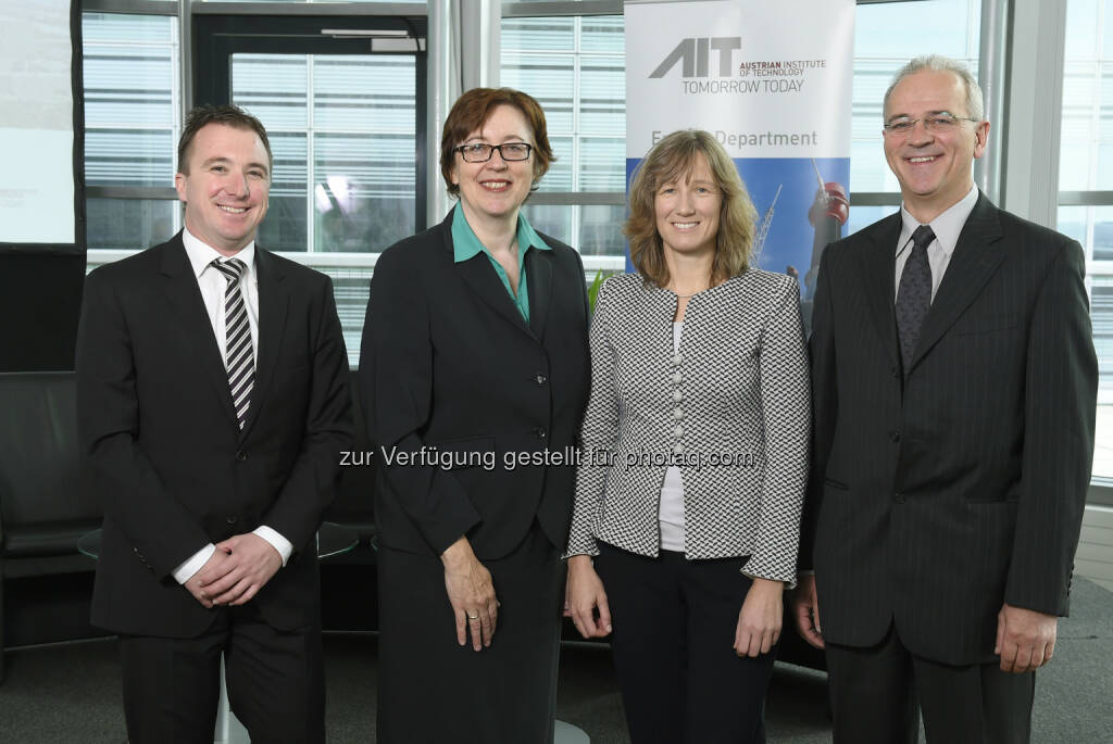 Wolfgang Hribernik (Head of Business Unit Electric Energy Systems, AIT), Theresa Vogel (GF Klima- und Energiefonds Österreich), Britta Buchholz (Abteilungsleiterin Power Consulting ABB Deutschland), Engelbert Hetzmannseder (Eaton European Innovation Center) : Intelligente Stromnetze für die Energiewende : Internationale Fachkonferenz EDST 2015 zum Zukunftsthema Smart Grids vom 8. bis 11. September in Wien, organisiert von Austrian Institute of Technology  (AIT) : Fotocredit: AIT / Johannes Zinner, © Aussendung (09.09.2015)