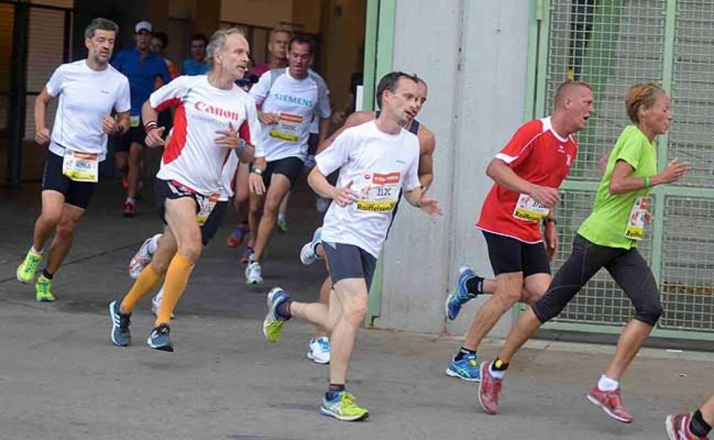 Schlusskurve beim Wien Energie Business Run (im Canon-Shirt). Foto mit freundlicher Genehmigung von Hans Newetschny (10.09.2015)