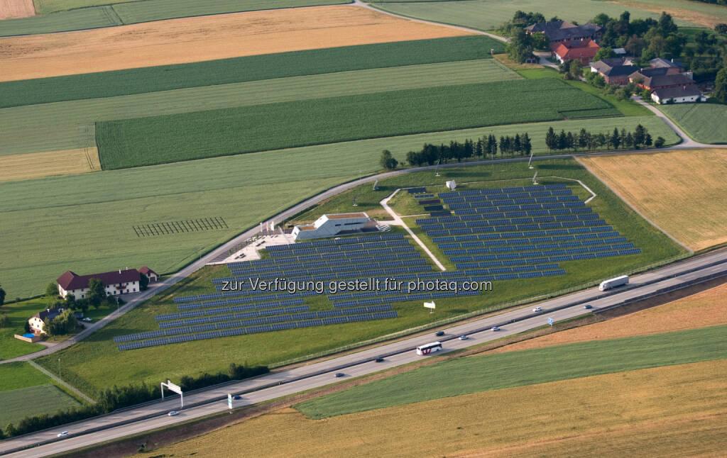 SolarCampus der Energie AG : Traumsommer für Sonnenstrom - Der sonnenreiche Sommer 2015 hat ein Traumergebnis bei der Sonnenstromproduktion gebracht : SolarCampus der Energie AG meldet Rekordergebnis ; Fotocredit. Energie AG, © Aussendung (16.09.2015)